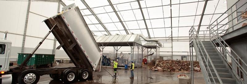 Espacios altos para camiones volquete