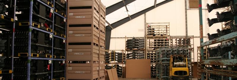 Pallets de producto en un almacén de membrana tensada