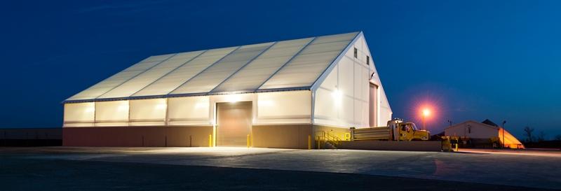 La membrana tensada multiplica la iluminación artificial para el trabajo nocturno