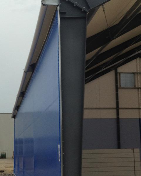 Una instalación de almacenamiento con una pared de extremo abierto