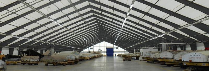 Tensoestructura para almacenes de AeroSpirit con megapuertas, puertas levadizas y sistema de iluminacion
