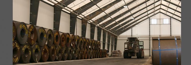 Tensoestructura para almacen con rociadores montados en caso de incendio y calefaccion